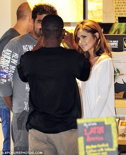 Cheryl Cole at 星巴克 in Surrey (July 28)
