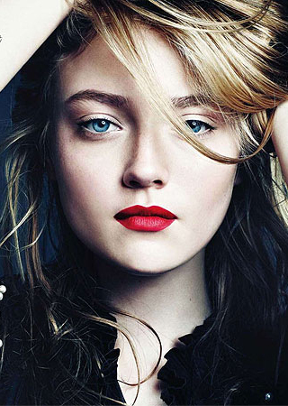 http://images2.fanpop.com/image/photos/14200000/Dakota-Fanning-twilight-series-14226751-320-450.jpg