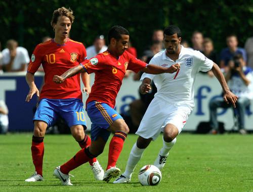 España contra Inglaterra (UEFA U19 campeonato de Europa:semifinal) 3-1
