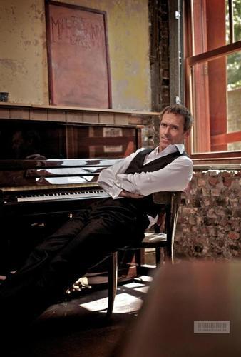 Hugh Laurie CD promo pic