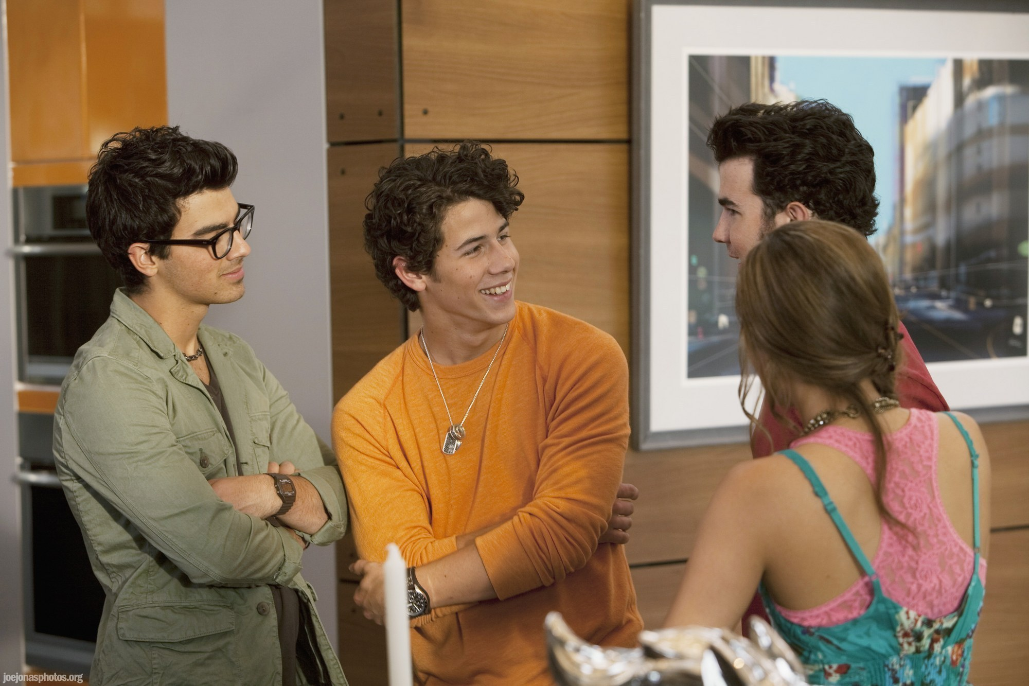 http://images2.fanpop.com/image/photos/14200000/JONAS-LA-Ep-9-The-Flirt-Locker-the-jonas-brothers-14291100-2000-1333.jpg