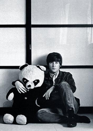 John got his own Teddy برداشت, ریچھ