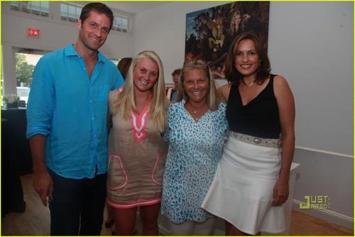 Mariska Hargitay & Michael Stars: Joyful Hearts!
