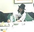 Michael sitting to eat - michael-jackson photo