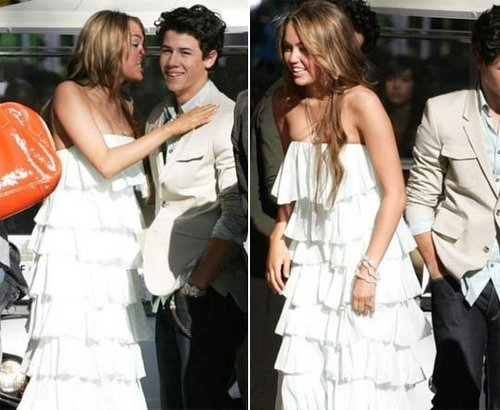 Miley Cyrus and Nick Jonas wallpaper titled Nileyluv.....♥