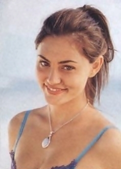 Phoebe Tonkin (Cleo)