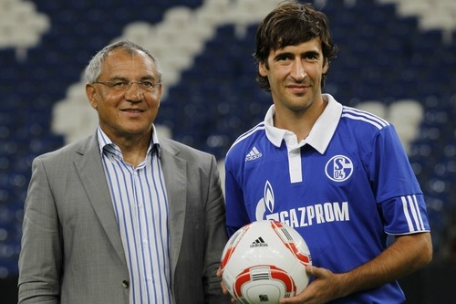 Raul moves to Schalke