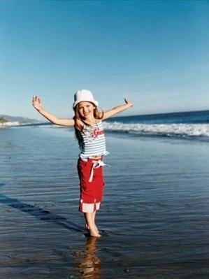 Renesmee playing on la push bờ biển, bãi biển