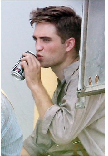 """Rob on """"Water For Elephants"""" Set [July 7th]"""