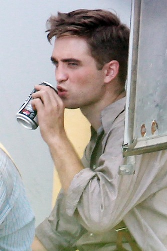 Rob on the 'WFE' set [July 27th]