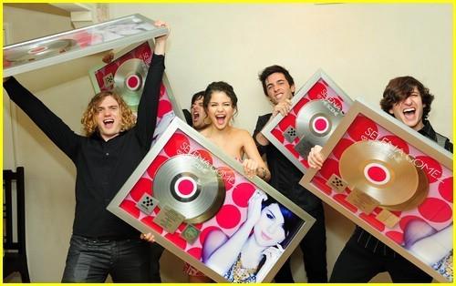 Selena Gomez Platinum Sngle