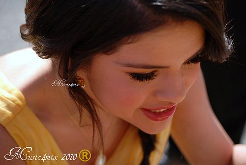 Selena .