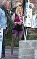 Sexy Avril Lavigne Loves Her Present: Chocolates!