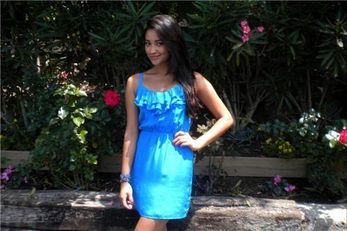 Shay Mitchell – Coca Cola's Malibu House litrato Shoot