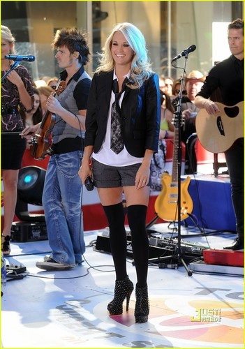 Carrie Performing @ The Today montrer