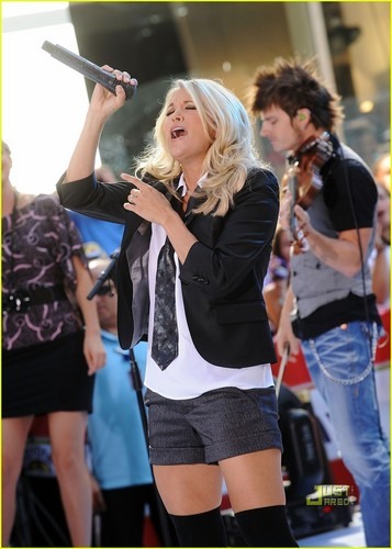 Carrie Performing @ The Today Show