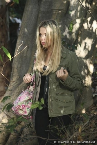 Pretty Little Liars - Episode 1.10 - Keep Your Друзья Close - Promotional фото