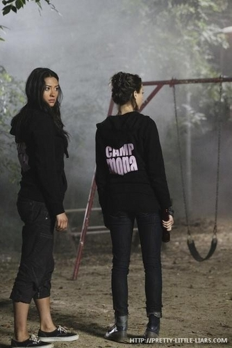 Pretty Little Liars - Episode 1.10 - Keep Your 老友记 Close - Promotional 照片