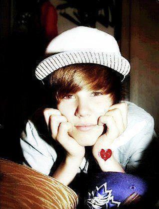 very cute justin bieber pictures. Justin-ieber-cute-justin-
