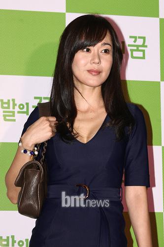 yunjin kim- VIP premiere of the movie Barefoot Dream (May 27, 2010)
