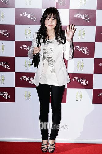 yunjin kim- VIP premiere of the movie My Dear Desperado (May 17, 2010):