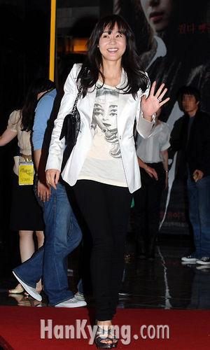 yunjin kim- VIP premiere of the movie My Dear Desperado (May 17, 2010)