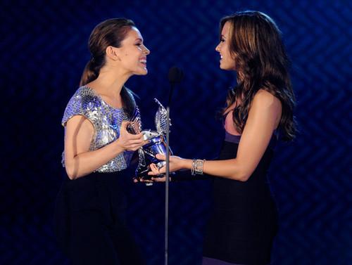 2010 VH1 Do Something Awards - toon