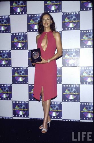 Ashley Judd Holding Her Award in the Press Room at the Blockbuster Awards
