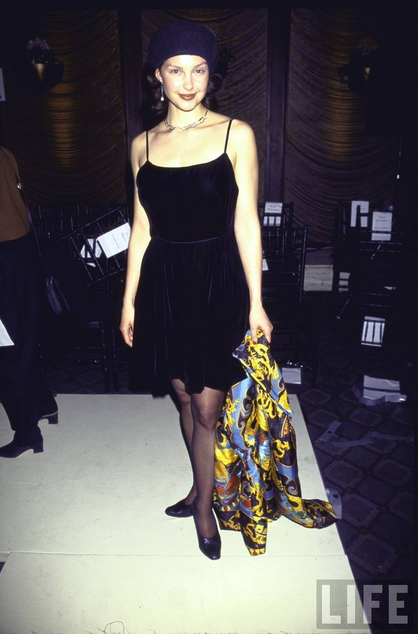 Ashley Judd Wearing a Black Dress on March 31, 1996