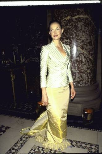 Ashley Judd پیپر وال entitled Ashley Judd in Formal Wear on April 13, 1999 (2)