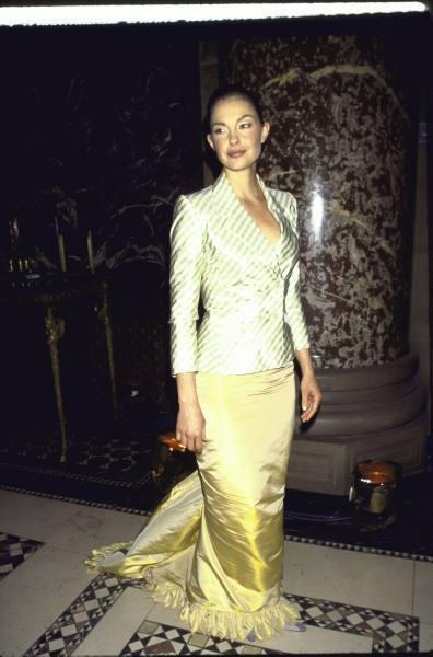Ashley Judd in Formal Wear on April 13, 1999 (2)
