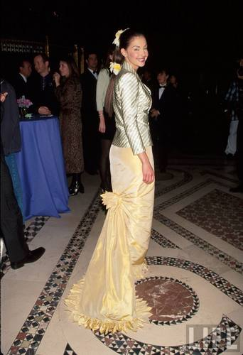 Ashley Judd in Formal Wear on April 13, 1999 (1)