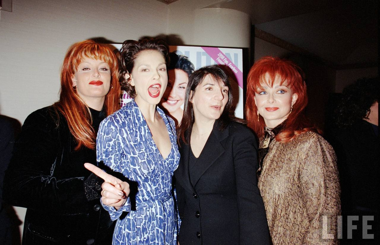Ashley, Wynonna, and Naomi Judd in August 1998 (2)