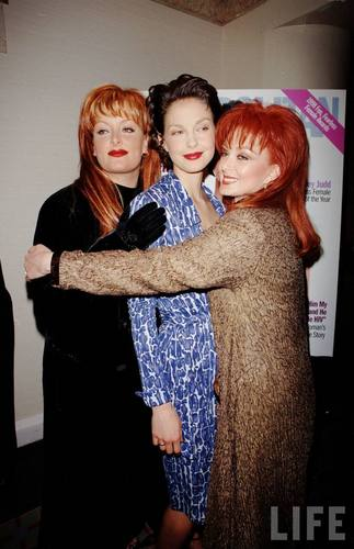 Ashley, Wynonna, and Naomi Judd in August 1998 (3)