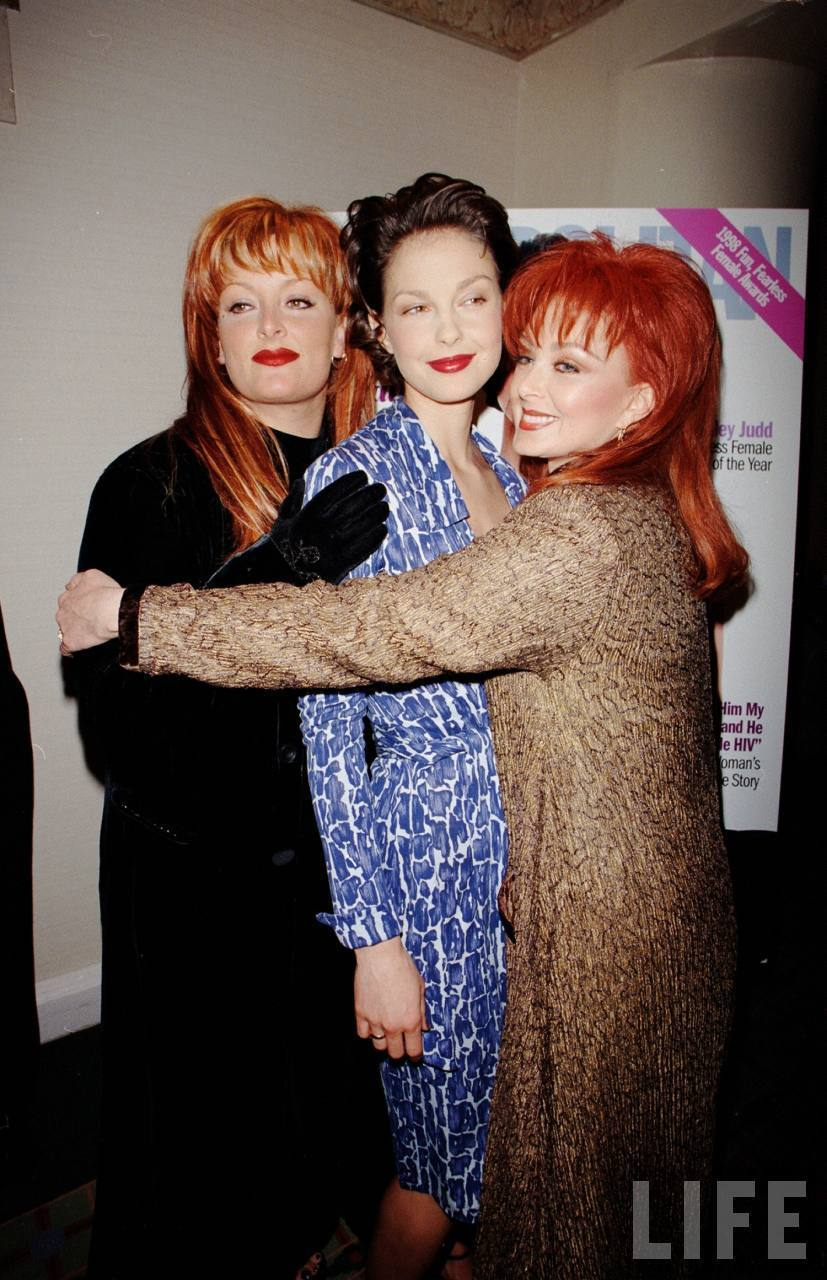 Ashley, Wynonna, and Naomi Judd in August 1998 (3)