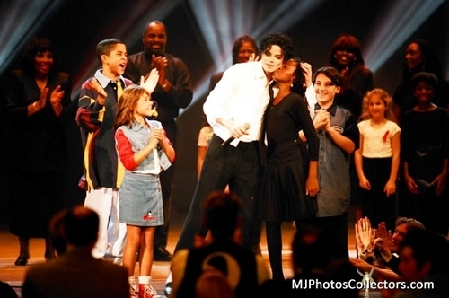 Aww, I wanna kiss MJ on the cheek too