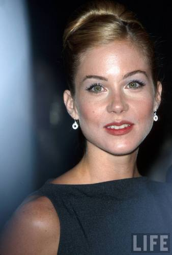 Christina Applegate in 1998