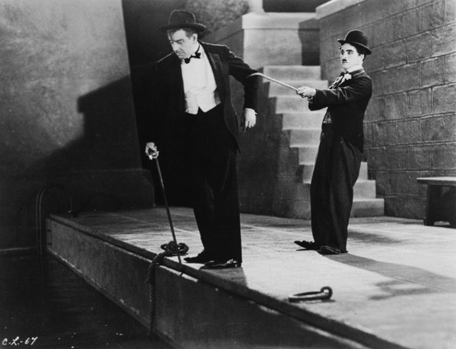 an introduction to the charlie chaplin in the movie city lights Charlie chaplin's city lights begins with the tramp sleeping on a monument as   and the stage is set for her to believe that he is a rich man throughout the film.