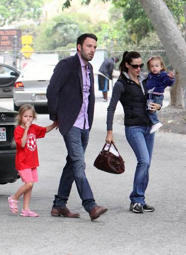 Jen and Ben took violeta and Seraphina to the Park!