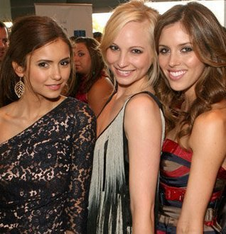 personaggi tv femminili wallpaper titled Nina Dobrev, Candice Accola, & Kayla Ewell