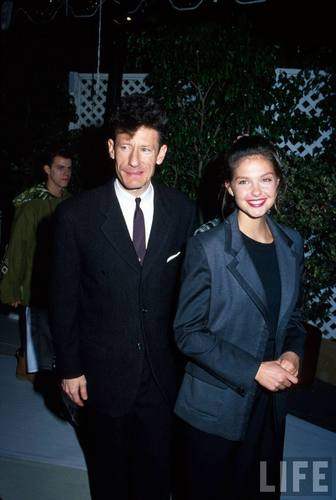 Singer Lyle Lovett and Actress Ashley Judd in 1992 (2)