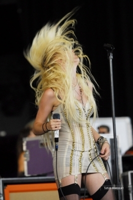 The Pretty Reckless: 2010 Vans Warped Tour > July 29: Milwaukee, WI