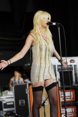 The Pretty Reckless: 2010 Vans Warped Tour > July 29: Milwaukee, WI