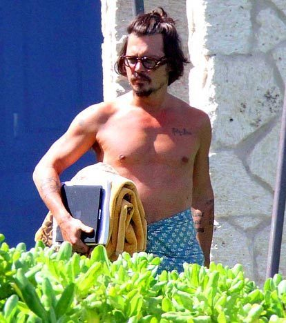 johnny depp-01 aug 2010 - Hawaii - Johnny Depp 414x468