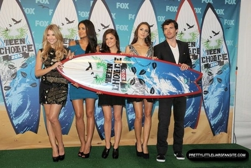 2010 Teen Choice Awards - Press Room