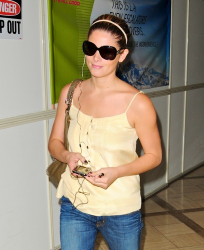 Arriving into LAX Airport (August 05, 2010) HQ