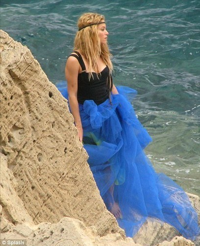 beach, pwani hair: The singer was barefoot with tousled tresses