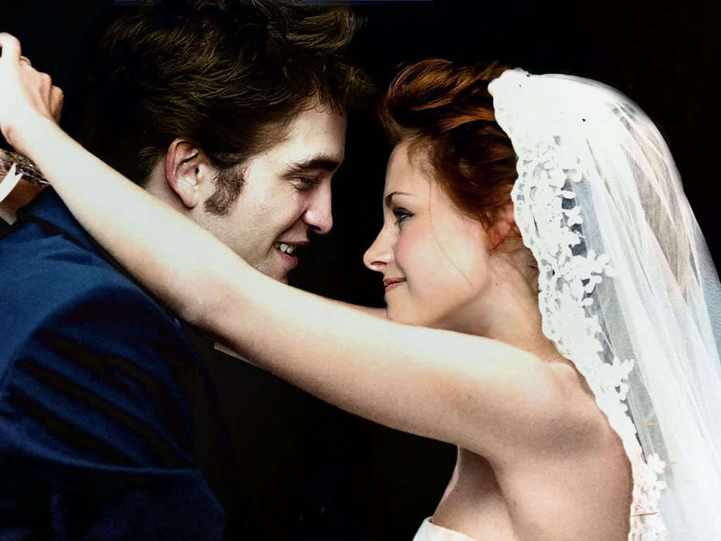 http://images2.fanpop.com/image/photos/14500000/Breaking-Dawn-breaking-dawn-14571590-1024-768.jpg