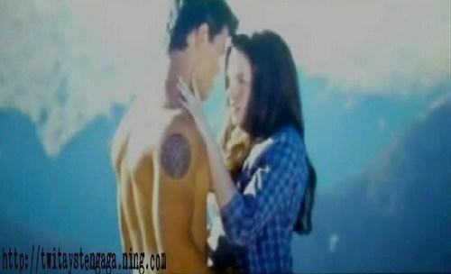 Jacob and Bella kiss