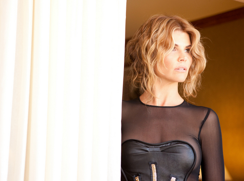 Lori Loughlin photographed door Joey Shaw